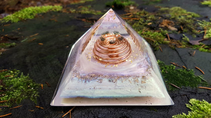 Orgone pyramid, Most powerful orgone combination, Diamonds, Herkimer, Moldavite, amethyst, Labradorite, tourmaline, vortex coil, brass, EMF