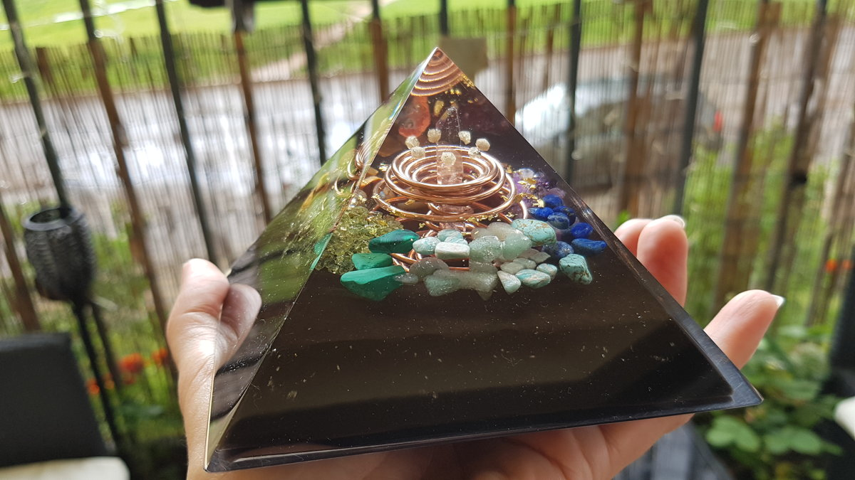 "Orgone Pyramid, Orgonite pyramid, Prosperity and Protection (4.7"") 7 chakra, Wealth, Reiki healing, rainbow powerful talisman, EMF, vortex"