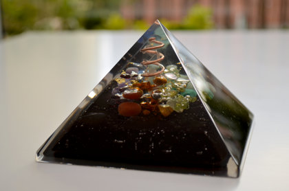 "Prosperity and Protection Orgone Pyramid (4.3"") 7 chakra, Wealth, Money, Reiki healing, rainbow organite"