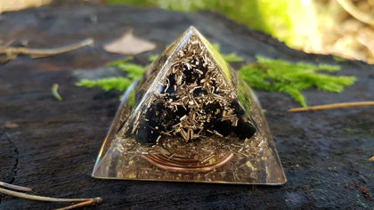 Orgone energy pyramid (5cm), strong EMF protection, third eye activation, brass, copper, Black tourmaline, Amethyst, clear quartz, 24k gold
